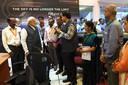 De Indiase premier Narendra Modi (met baard, in het midden) in gesprek met wetenschappers van de Indian Space Research Organisation (ISRO) in Bangalore.