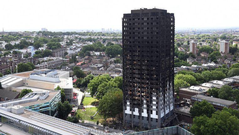 In de flat met 24 verdiepingen zaten 120 appartementen. Beeld epa