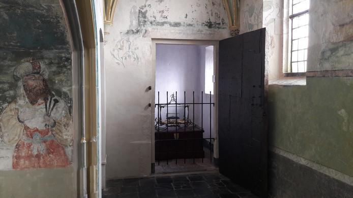 In de veertiende-eeuwse Heilige Grafkapel van de Nijmeegse Sint-Stevenskerk is het reliek van de heilige Albertus Magnus te vinden.
