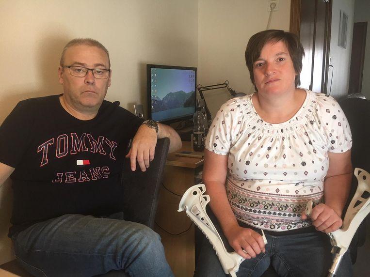 Izegemnaars Jurgen Verbeke en Conchita Feys, met krukken, zaten in de aangereden wagen.