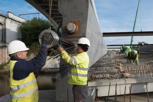 Al in 2012 is begonnen met de vernieuwing van de stationsomgeving, goed voor een prijskaartje van ongeveer 250 miljoen euro waarvan de stad Mechelen 10 miljoen voor haar rekening neemt.