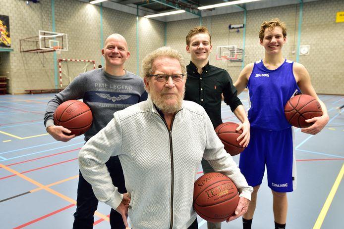 Wolter, Klaas, Jayvy en Tycho Zwijnenburg van basketbalclub Bouncers.