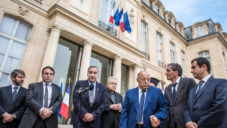 De vertegenwoordigers van de Franse religies voor het Elysée. Beeld epa