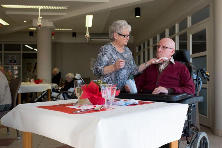 Seniorencentrum OLV trakteerde de koppels op een romantisch diner.