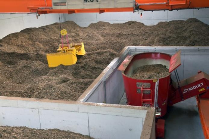 Houtsnippers in de biomassacentrale in van Brouwer in Balkbrug. Ook in het plan voor de centrale in Zwolle wordt uitgegaan van verbranding van houtsnippers. 'Enkel uit tak- en tophout', liet Brouwer eerder optekenen.