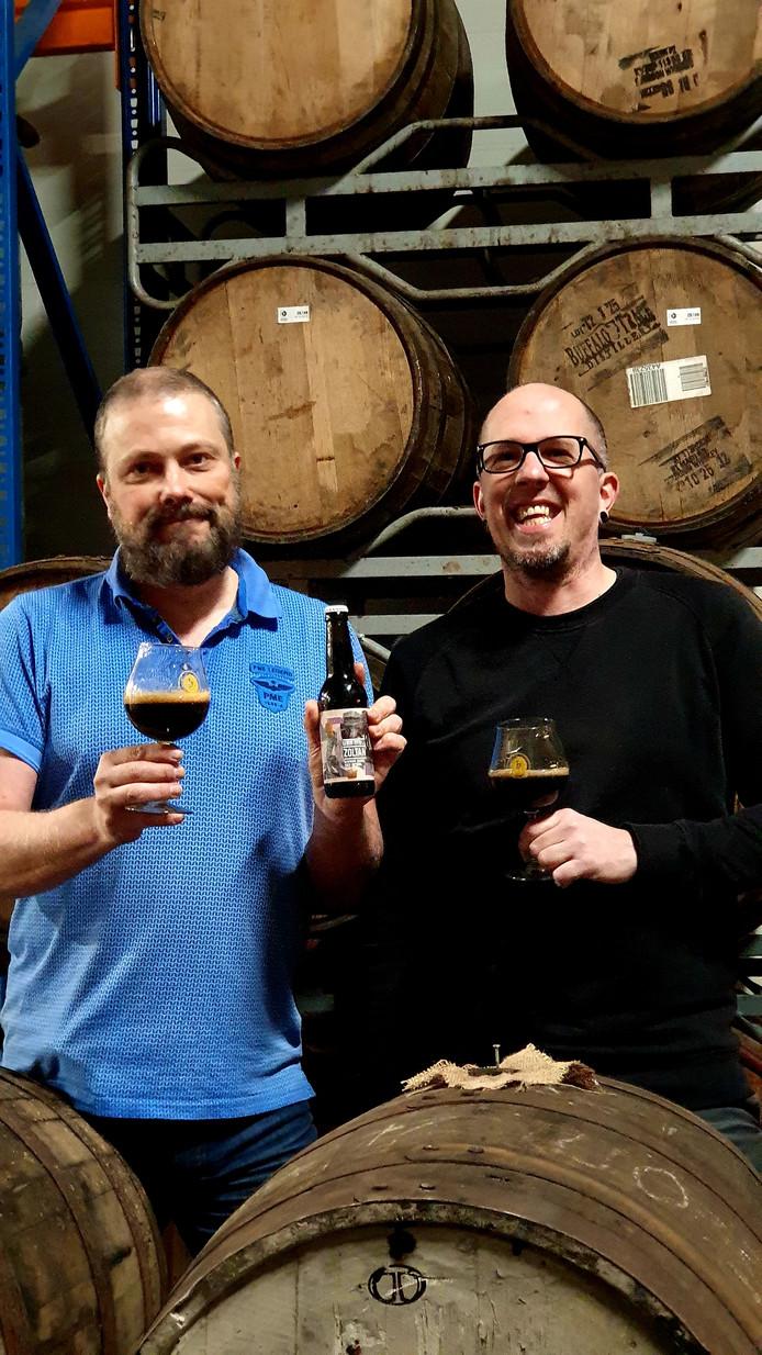 Erwin van Moll (links) en Jaap Hermans van Van Moll Craft Beer met het winnende biertje.