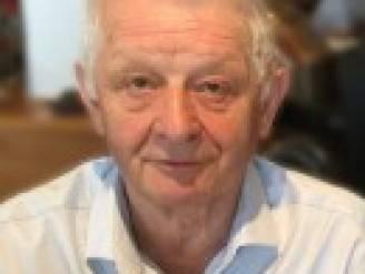 """Ex-garagist en dorpsmens Raphaël (77) aan longontsteking en coronabesmetting overleden: """"Een trotse familieman en noeste werker."""""""