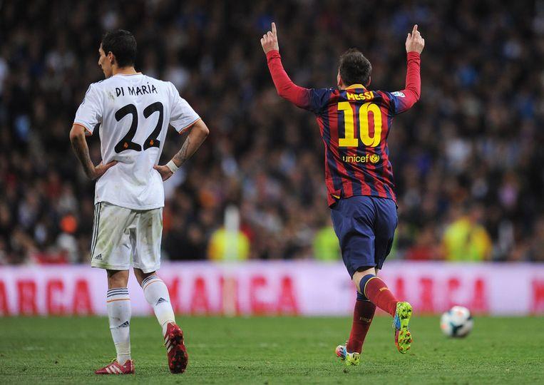 Messi viert de derde goal van Barcelona, Real Madrid-speler Angel Di Maria treurt Beeld getty