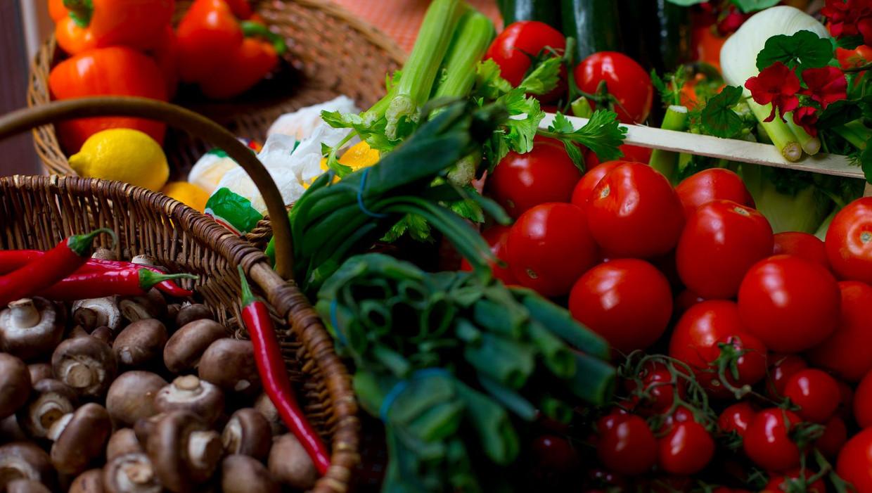 Een nieuw wetenschappelijk rapport adviseert om veel minder dierlijke en meer plantaardige eiwitten te consumeren.