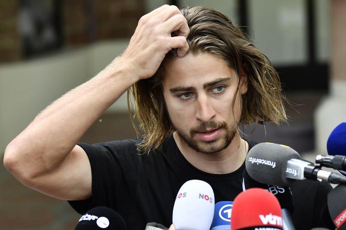 Peter Sagan staat de pers te woord nadat hij uit de Tour is gezet.