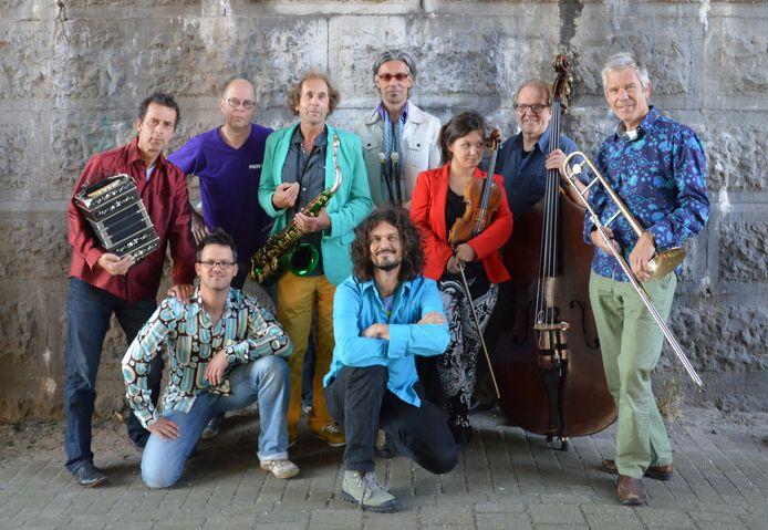 Het jubilerende I Compani, met in het midden oprichter, saxofonist en bandleider Bo van de Graaf in 2015