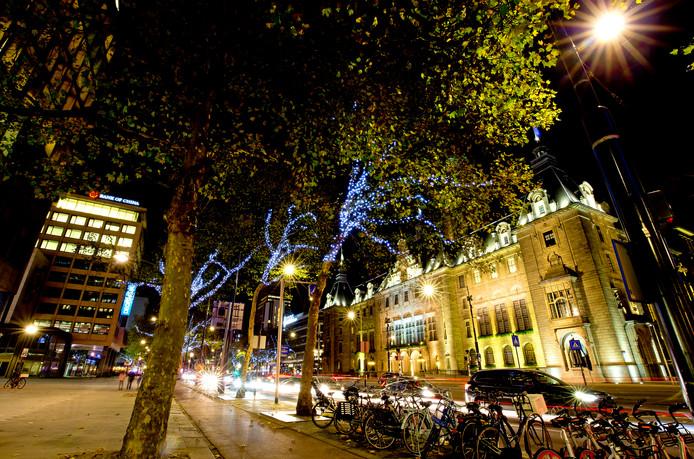 De gemeente Rotterdam onderzoekt of het centrum van de stad rond de kerstdagen autovrij kan worden. Ondernemers vinden het een onbespreekbaar experiment.