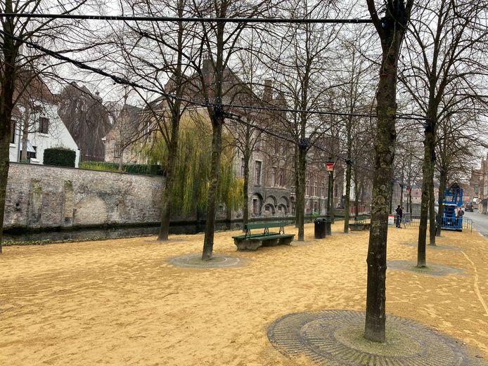 Langs de Dijver in Brugge zal je onder een lampenplafond kunnen wandelen. Er liggen ook nieuwe dolomietsteentjes.