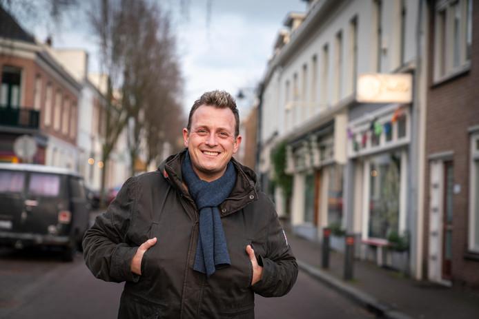 Joey Hartkamp in zijn wijk Klarendal.