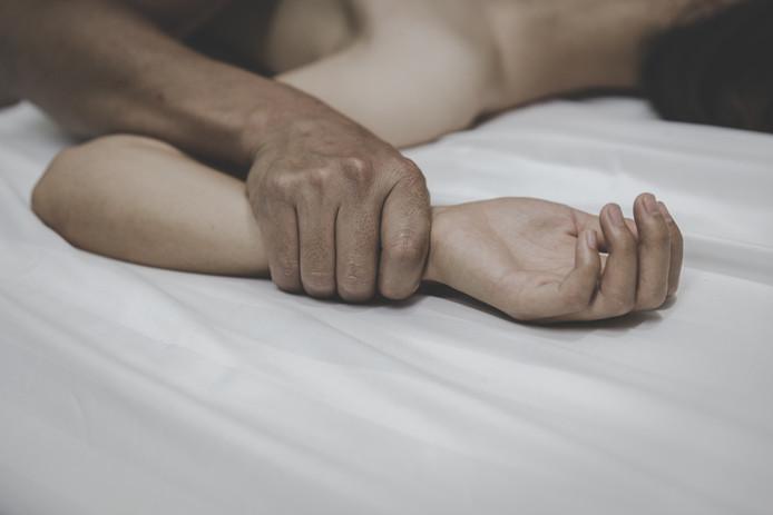 Bobby R.  zou een doek in de mond van een 21-jarige vrouw hebben gestopt en haar hebben verkracht.