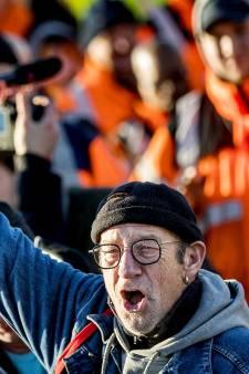 Honderden havenwerkers en agenten samen in actie op Maasvlakte tegen AOW-leeftijd