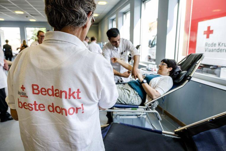 De hulpverleningsorganisatie roept op om langs te gaan bij een mobiele bloedinzameling of een afspraak te maken bij een donorcentrum in de buurt.