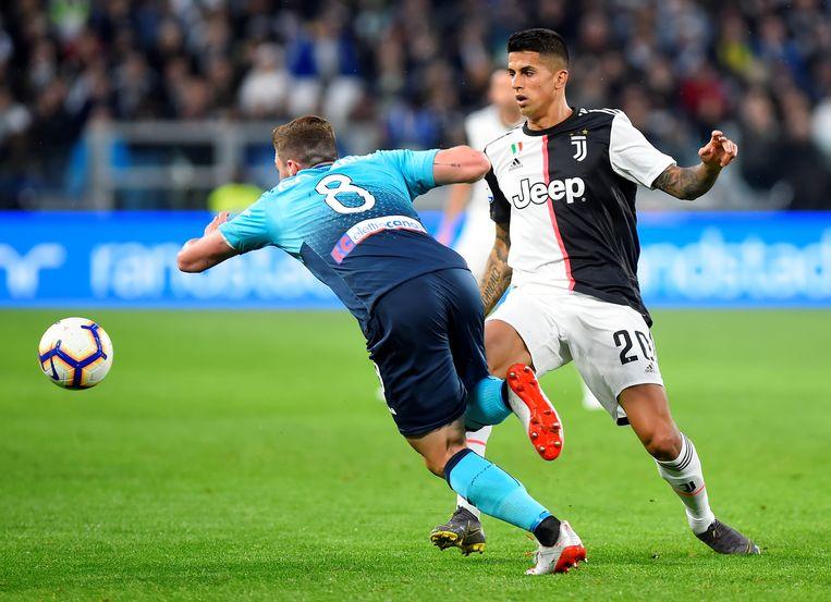 Joao Cancelo (rechts) in actie tegen Atalanta.