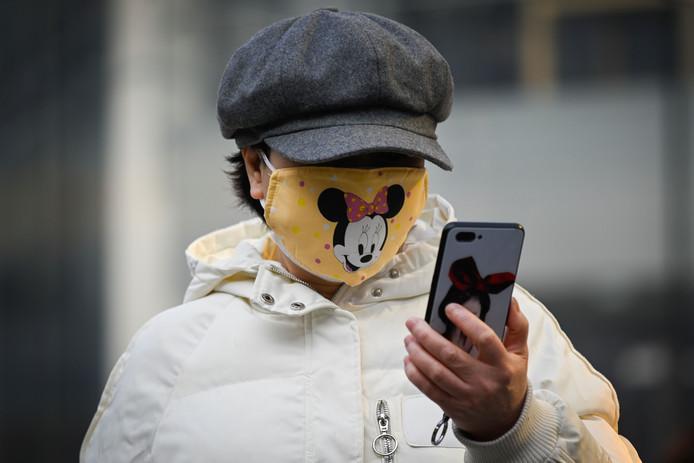 Een QR-code op de mobiele telefoon geeft de gezondheidsstatus van de gebruiker weer.