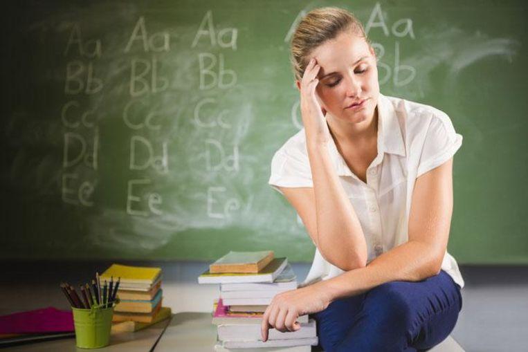 """Bijna de helft van de leerkrachten uit het secundair onderwijs verlaat binnen de vijf jaar het onderwijs. """"Bestaand onderzoek suggereert dat de uitstroom van beginnende leraren in Vlaanderen niet hoger is in vergelijking met het buitenland of in vergelijking met de uitstroom in andere economische sectoren"""", zegt minister van Onderwijs Hilde Crevits."""