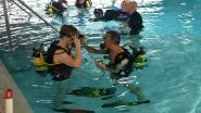 Blinde en slechtziende jongeren nemen duik in een van diepste zwembaden ter wereld