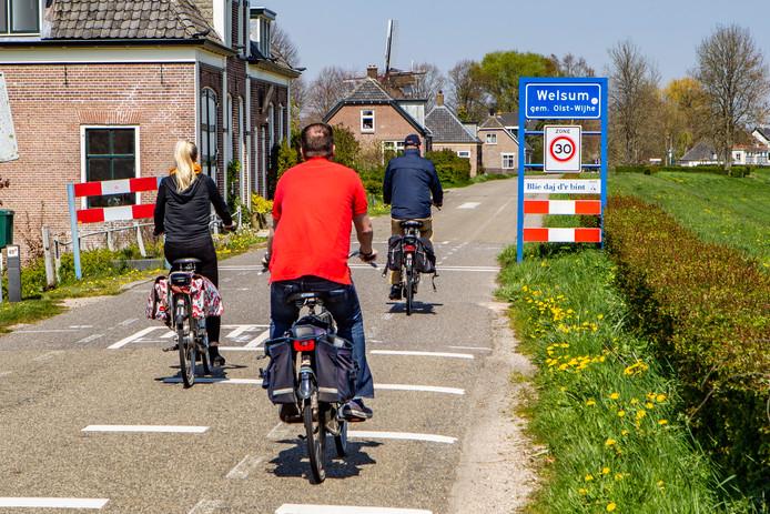 Op de IJsseldijk bij Welsum komen diverse verkeersremmende maatregelen. In de 30-kilometer-zone bij het dorp gaat het onder meer om drie wegversmallingen in combinatie met een verkeersdrempel.