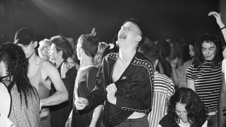 'Beats' gaat over een innige vriendschap tegen de achtergrond van illegale dance-feesten. Beeld