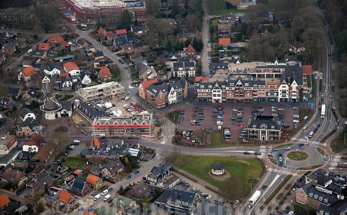 't Weitje in Ermelo (links naast de rotonde) is de locatie van de eerste uitvoering van IJs in Ermelo.