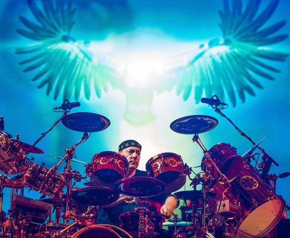 Peart tijdens een live-optreden met Rush.
