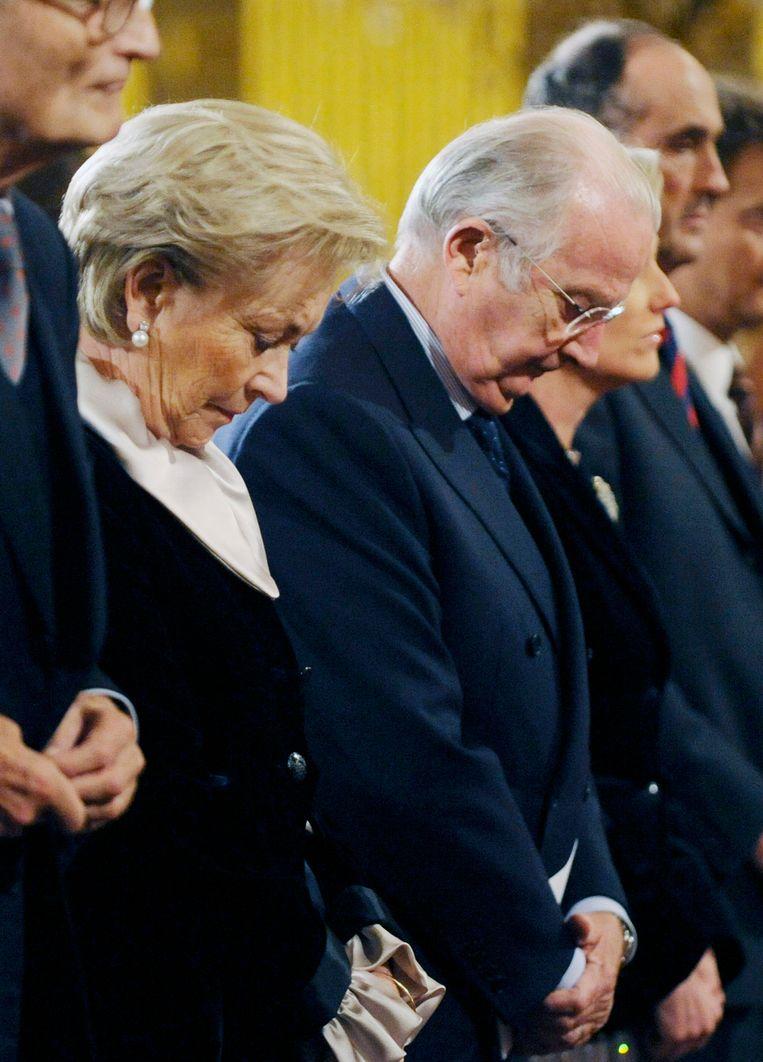 Koning Albert en Paola tijdens een minuut stilte voor de slachtoffers in Luik voor aanvang van een kerstconcert in Brussel