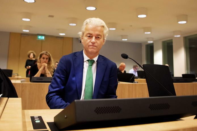 PVV-leider Geert Wilders in de rechtbank van Schiphol waar het minder-Marokkanen-proces speelt.