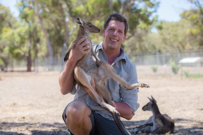 Freek Vond heeft meestal wilde dieren in zijn armen of aaibare. Nu richt hij zich op insecten.