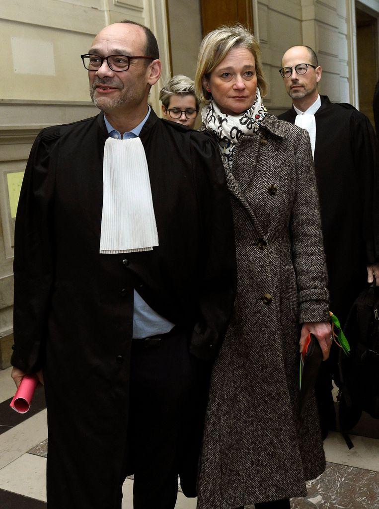 Delphine Boël, hier met advocaat Marc Uyttendaele, geeft geen krimp in het Brusselse Justitiepaleis.