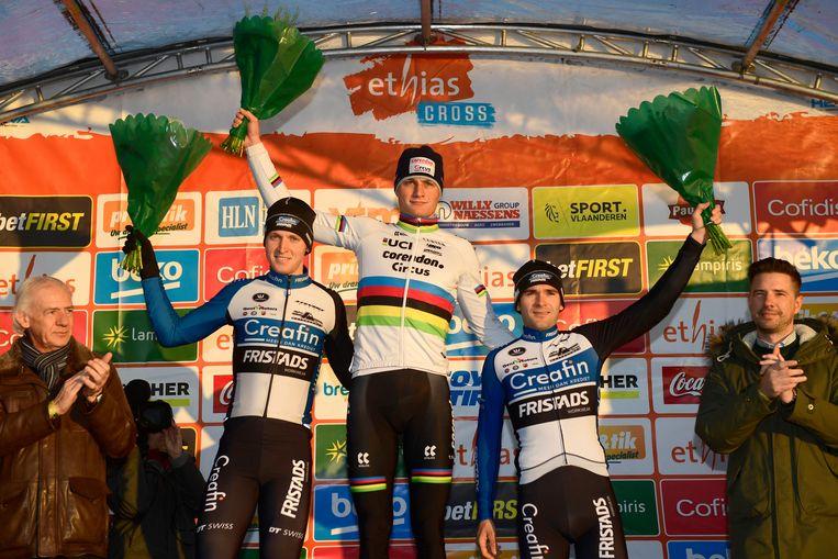 Vlnr.: Tim Merlier, Mathieu van der Poel en Gianni Vermeersch op het podium in Bredene.