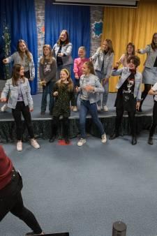 Jongerenkoor Tzjill mag de jeugdversie van Grease uitvoeren: 'dit gaat heel vet worden'