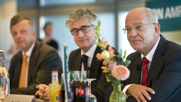 Johan van Hall, vice voorzitter van de raad van bestuur, Wietze Reehoorn, Head of Group Strategy en Gerrit Zalm, voorzitter van de raad van bestuur van ABN Amro voorafgaand aan de persbriefing over de beursgang van de bank. Beeld anp
