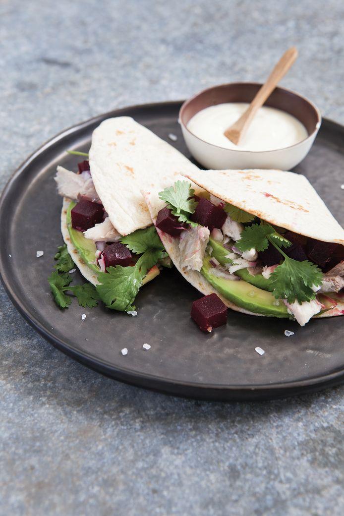 Wrap met makreel-bietensalade en limoenmayonaise