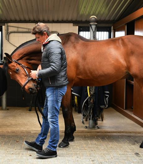 Dubbeldam krijgt zijn paard Zenith cadeau