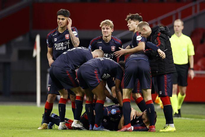 Dolle vreugde 1.5 maand geleden in Amsterdam: FC Twente viert de 2-1 van Queensy Menig.