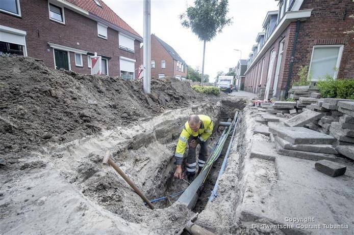 De gasleiding wordt onderzocht door werknemers van Cogas.