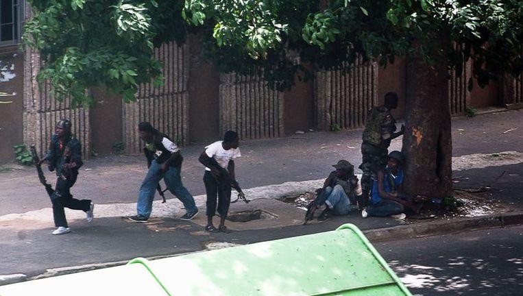 Gevechten in de straten van Abidjan. Beeld afp