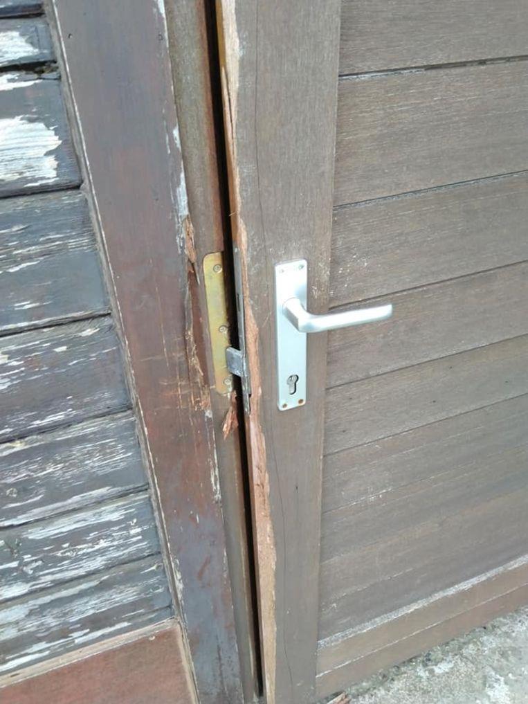 De schade aan deuren en ramen is bij WS Zarren groot.