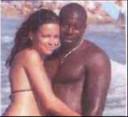 Vakantiefoto van Hayat Boumeddiene en Amedy Coulibaly vóór hun radicalisering, ergens tussen 2007 en 2009.