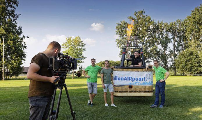 De organisatoren achter de speciale editie van #BeetjeDansen Haaren: (vlnr) Thijs van Ostaden (techniek), Bart-Jan van Herk (BallonAIRpoort), Roel van de Ven (#BeetjeDansen), Matthy van Empel (razende reporter) en Rud van Herk (BallonAIRpoort).