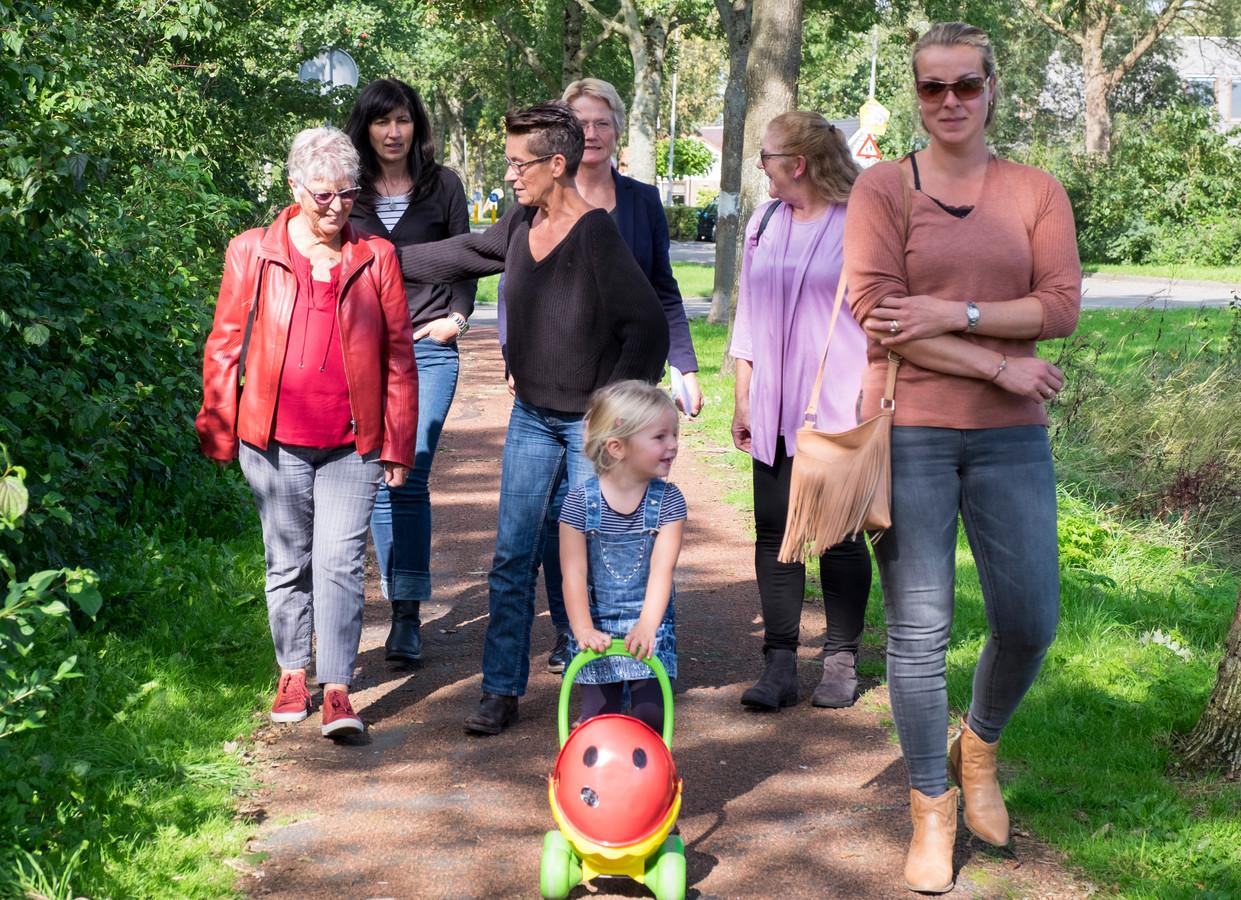 Een eerdere groep aan de wandel. De rouwbelevingsgroep is meer dan zware gesprekken alleen