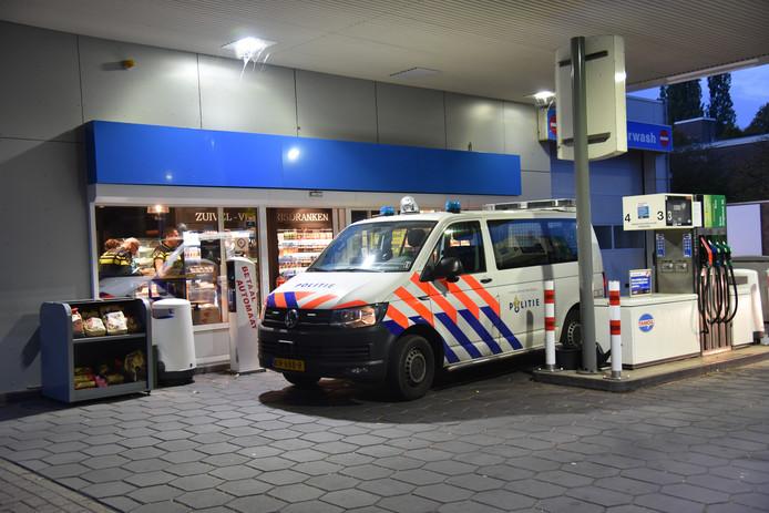 De politie bij het tankstation in Nijmegen na de overval eind september.