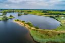 Een stel uit Zwolle vierde vorig jaar juni uitbundig (maar illegaal) hun bruiloft middenin een beschermd natuurgebied bij Zwolle.