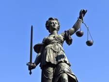 Vader beschuldigt nieuwe echtgenoot van ex van kindermishandeling