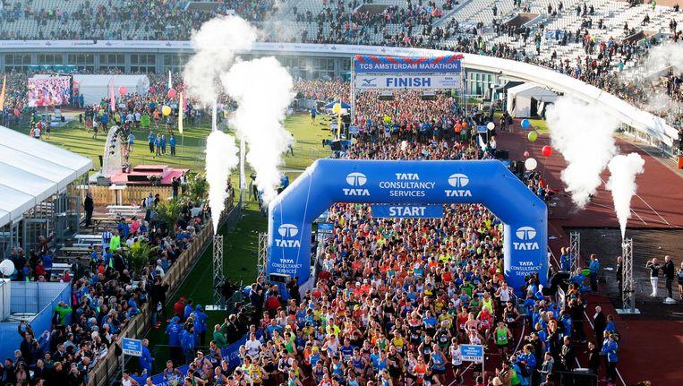 De start in het Olympisch stadion van de Amsterdam Marathon 2016. Beeld anp
