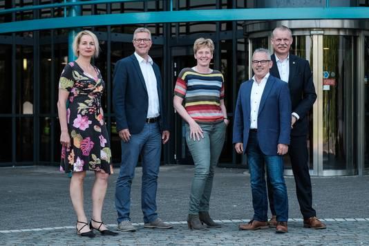 Het college van de gemeente Oude IJsselstreek, met van links naar rechts: Janine Kock, Ben Hiddinga, Ria Ankersmit, Bert Kuster en Peter van de Wardt.